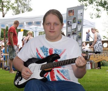 Guitaristcrop